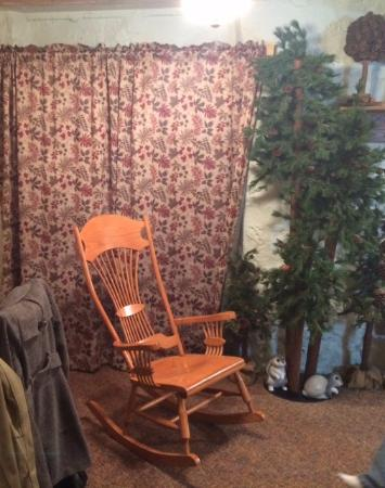 Lanesboro, MN: Rocking chair and room decorations as you enter the room