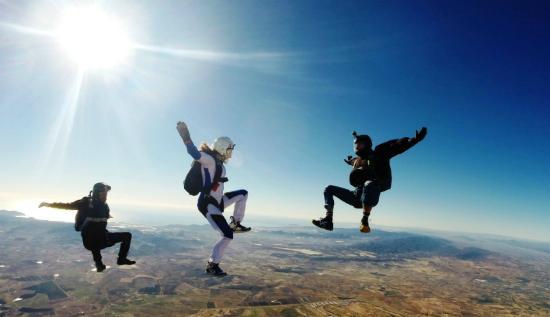 Skydive Costa Calida: Aprende a volar con nuestros cursos de paracaidismo