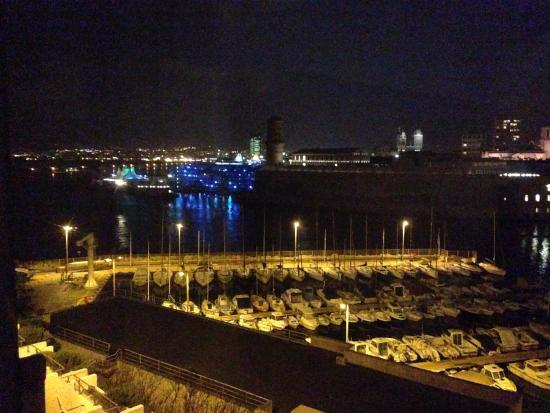 Sofitel Marseille Vieux-Port: VUE de notre ch 537 la nuit