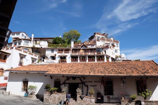 Hotel Mi Casita: Hotel viewed from street