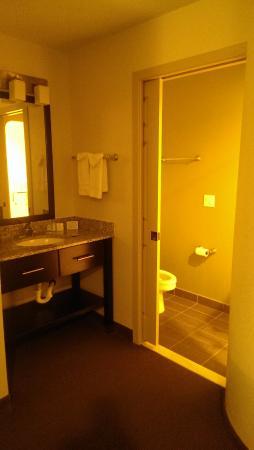 Sleep Inn: Sink in main bedroom - separate to toilet and shower