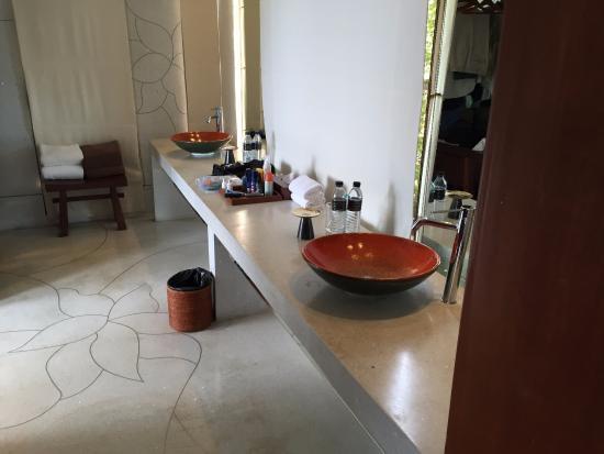 Paresa Resort Phuket: Double Vanity