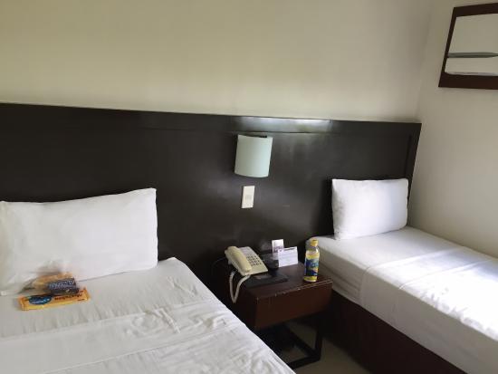 Mango Suites: Standarn twinbed room