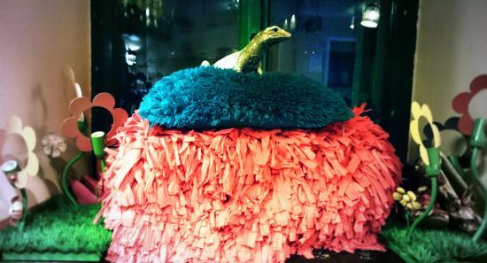 Thai inn Pub: Kitsch on the piedestal, love it!