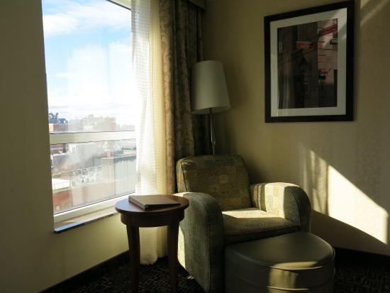 Hilton Garden Inn Montreal Centre-ville : Nice Chair by Window