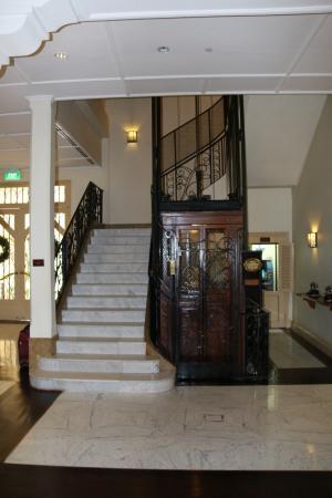 Raffles Grand Hotel d'Angkor: Le plus bel ascenseur