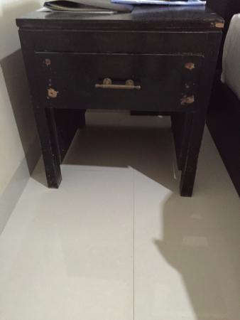 Kuta Indah Hotel : Broken furniture