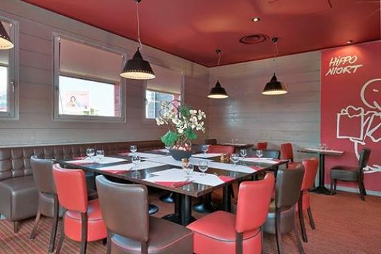 restaurant hippopotamus niort dans niort avec cuisine barbecue grillades. Black Bedroom Furniture Sets. Home Design Ideas