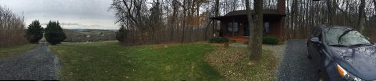Alpine Hideaway: Panoramic view of the front side of Sunset Cottage