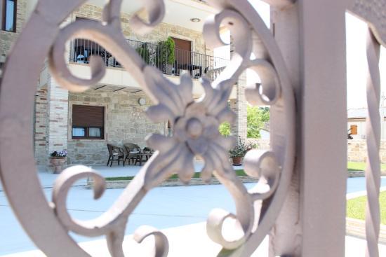 Alanno, Italien: particolare struttura esterno