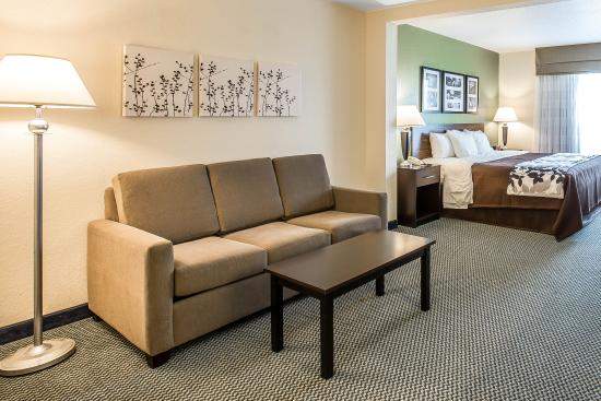 Sleep Inn & Suites Port Charlotte: King Room with couch