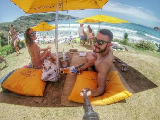 Rocka Beach Lounge   Restaurant  Opção excelente para quem quer descançar  com conforto na praia 76abda4b26