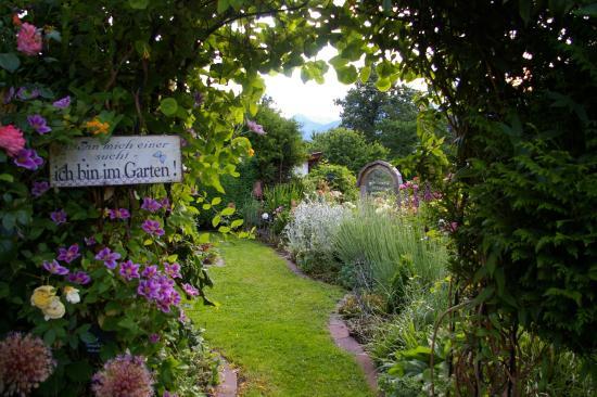 Wenn Mich Einer Sucht Ich Bin Im Garten Bild Von Thalerhof