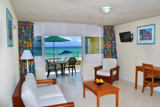 Coral Mist Beach Hotel: 1 Bedroom Deluxe Livingroom