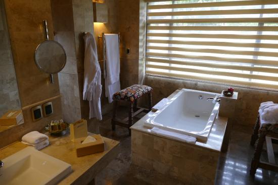Sol y Luna: One third of the gorgeous bathroom in Room 35