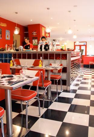 restaurant back to the 60 39 s dans rennes avec cuisine am ricaine. Black Bedroom Furniture Sets. Home Design Ideas