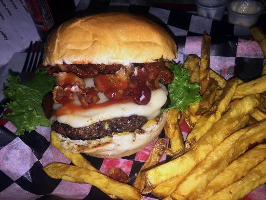The Gin Mill: My swiss & mushroom burger (+bacon)