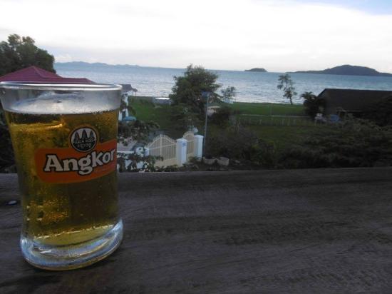 Kepmandou Lounge-Bar: vue de la terrasse sur le toit