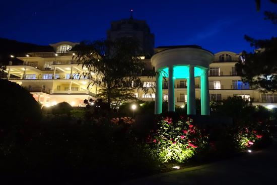 Palmira Palace Resort & Spa: Отель вечером