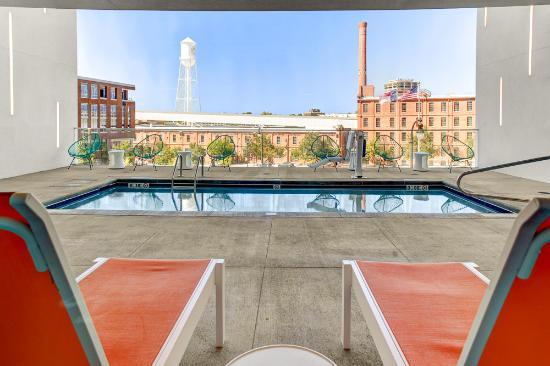 Aloft Durham Downtown Splash Outdoor Pool