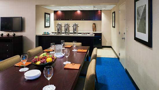 Miami International Airport Hotel: Parlor Suite
