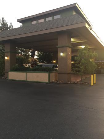 Gilroy, Californië: Front of Hotel