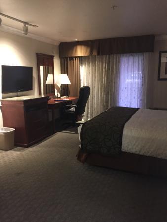 Gilroy, Californië: Spacious Rooms