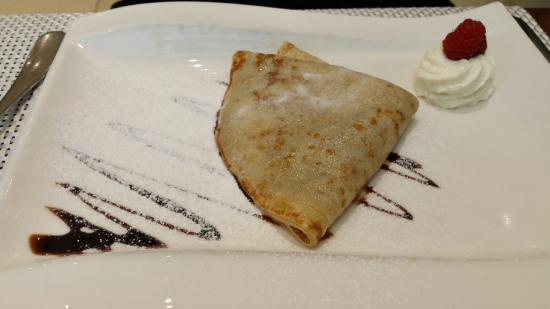 Maximilian Hotel: Crepe for breakfast.