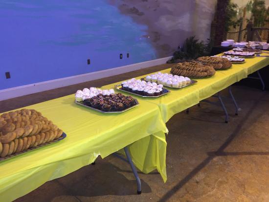 Coco Key Water Resort: Dessert buffet!