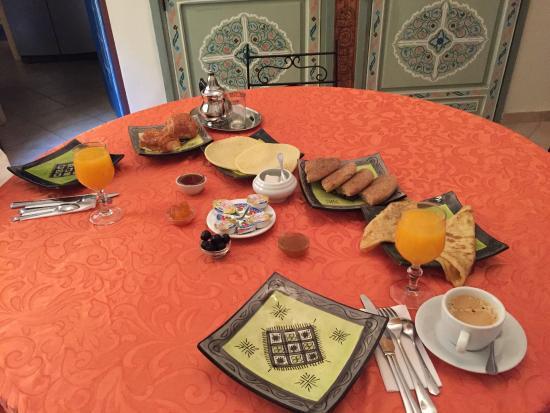Khris Palace: Petit déjeuner copieux