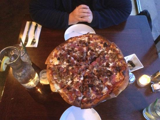 Cafe Bella Luca: Al Capone Pizza with Four Meats