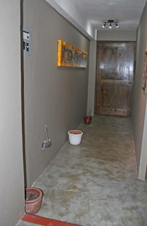 Urban Cabana: couloir donnant sur deux des 6 chambres