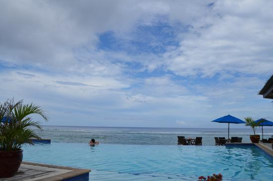 Manuia Beach Resort: infinity_pool