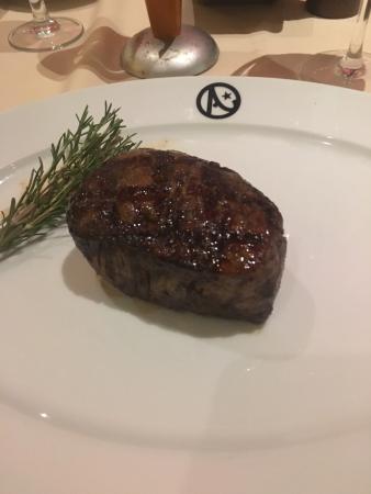 Austin's Steakhouse: Austin's large size Filet Mignon