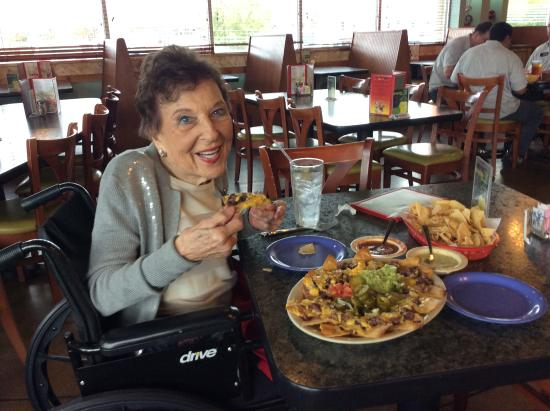 Luna's Mexican Restaurant: Nachos! With Mom!