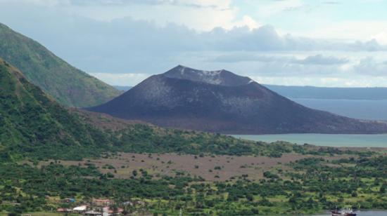 Rabaul, Papúa Nueva Guinea: Mt Tavurvu active volcano