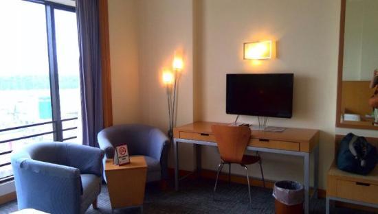 Premier Hotel: 部屋は程よい大きさ