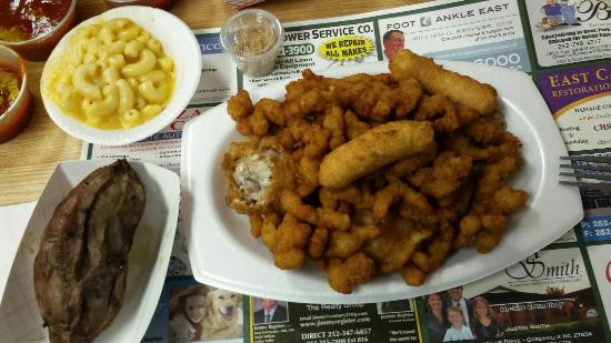 Winterville, Carolina del Norte: Frog legs and clam strips combo