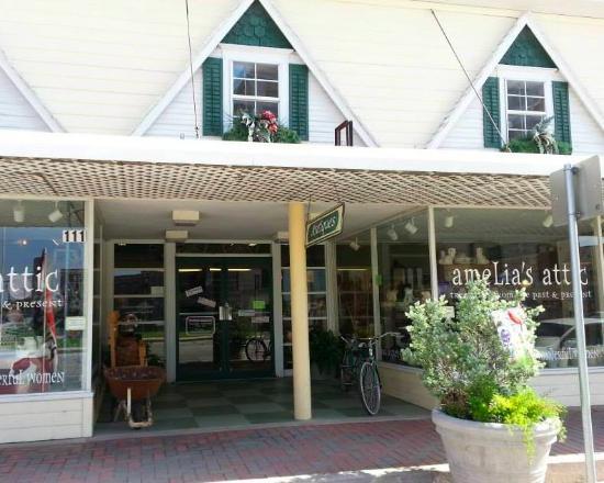 写真Amelia's Attic Antique Store枚