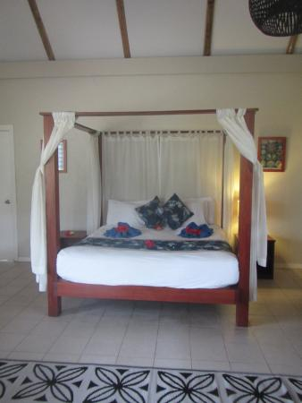 Blue Lagoon Beach Resort: King Sized Bed