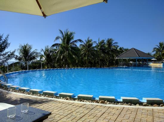 Sea Links Beach Hotel: Pool