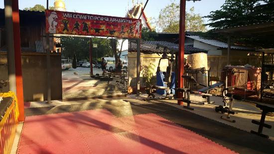 Por Silaphai Thai Boxing Gym