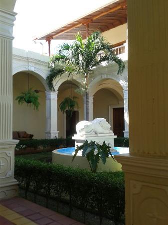 La Perla Hotel: 20160108_095943_large.jpg