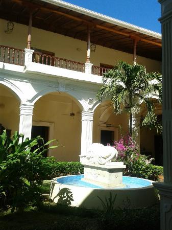 La Perla Hotel: 20160108_095833_large.jpg