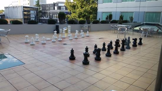 Novotel Hamilton Tainui: Outdoor life size chess game!