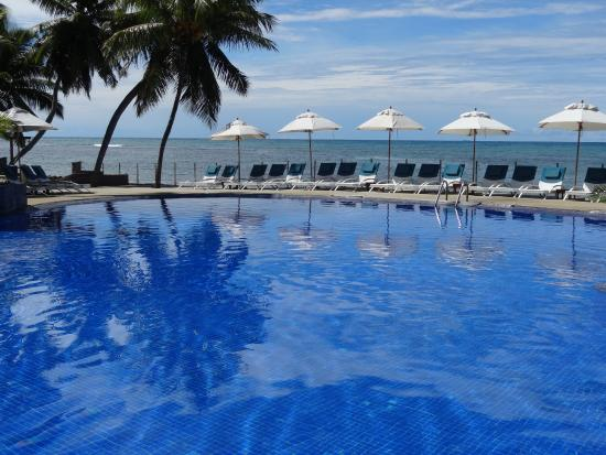 Coco de Mer - Black Parrot Suites: pool and the ocean