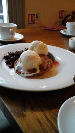 Duke's Head Hotel Wallington: pan cake américain à lagalce vanille du breakfast