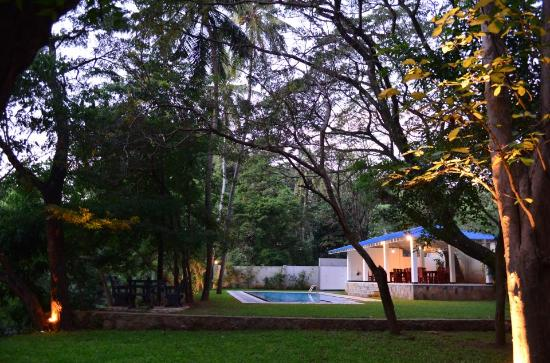 Grand Kalundawa Waterfront Resort : Garden view
