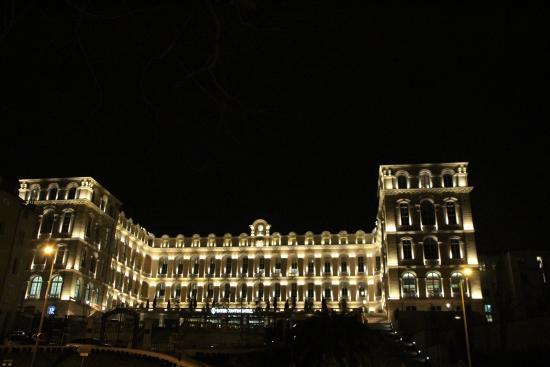 InterContinental Marseille - Hotel Dieu : vue exterieure de nuit