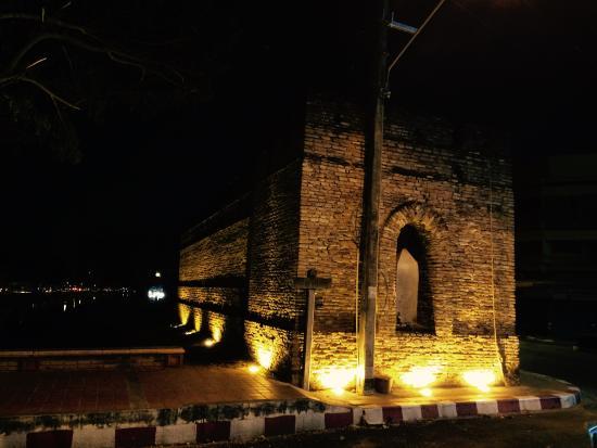 Chang Phuak Gate (The Elephant Gate)